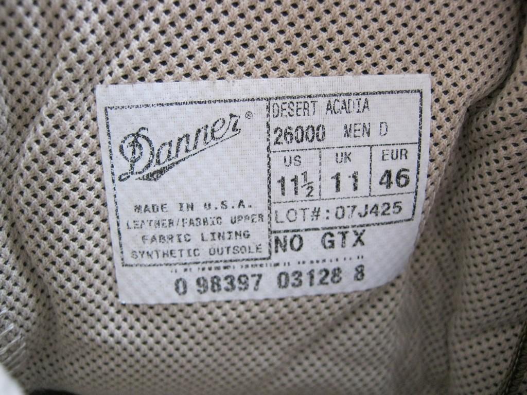 Внутренний ярлык на берцах Даннер.