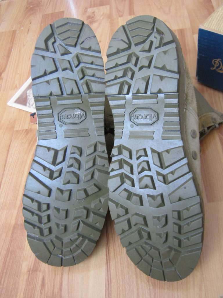 Обувь с характерным рисунком протектора Vibram